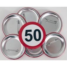 Broška s prometnim znakom za 50 let