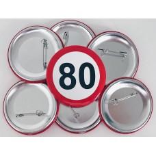 Broška s prometnim znakom za 80 let