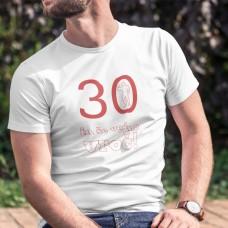 Majica - 30 in še vedno vroč!